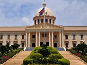 Incrementan protestas frente al Palacio Nacional