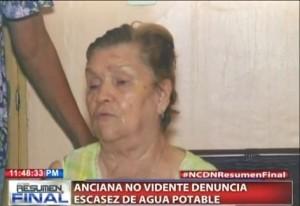 Anciana no vidente denuncia escasez de agua potable