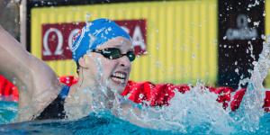 Katie Ledecky bate récord mundial de 1.500 metros en natación