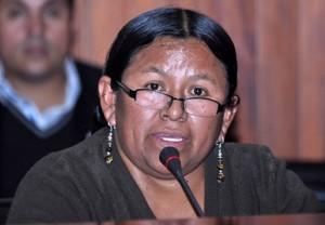 Renuncia ministra cercana a Evo Morales