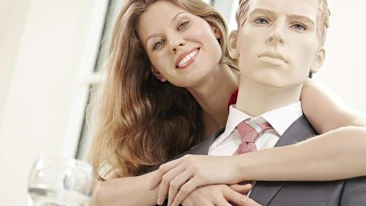 La nueva tendencia de muchas mujeres a inventarse un novio que no existe