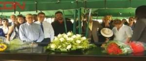 En medio del llanto sepultan al cantautor Fernando Echavarría