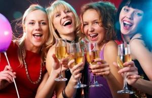 Las mujeres ya beben casi tanto como los hombres
