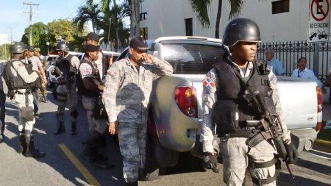 Poder Ciudadano burla seguridad y monta cadena humana frente a OISOE
