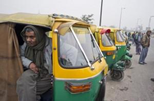 Indio empeña moto