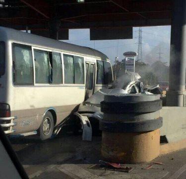 Varios heridos en accidente de tránsito peaje 6 de Noviembre