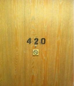 Razón por la que los hoteles evitan la habitación 420