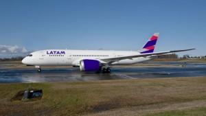 Aerolínea LATAM suspende sus vuelos a Venezuela