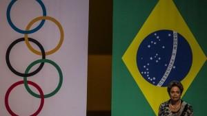 """Rousseff recibe antorcha de Río 2016 al borde de un """"juicio político"""""""