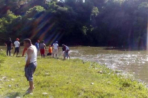 Hallan cadáver de hombre se ahogó junto a 2 hijos en río Yaque del Norte