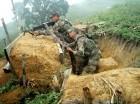 Militares combaten a las FARC.