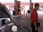 Las gasolinas subieron un peso.