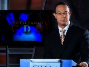 Infante es el presentador de noticias en el horario estelar de CDN, canal 37.