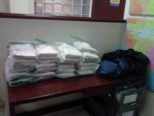 Parte de la cocaína decomisada en 58 paquetes.