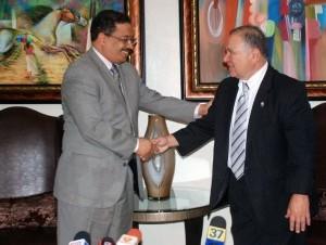 Rosario recibió a Yzaguirre en su despacho de la Junta Central Electoral.