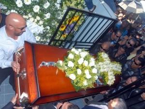 Queda descartado el crimen por confusión; Jochy fue enterrado ayer.