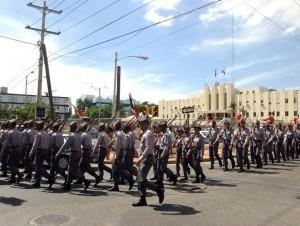 Estos hombres y mujeres, responsables de la seguridad ciudadana, figuran entre los empleados con bajos salarios en el país.