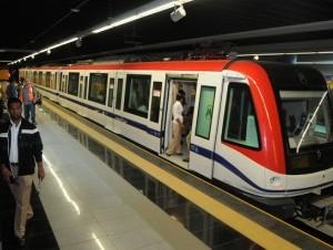Este es uno de los vagones de la nueva línea del Metro de Santo Domingo. Aquí aparece en la estación Juan Pablo Duarte de la avenida Máximo Gómez.