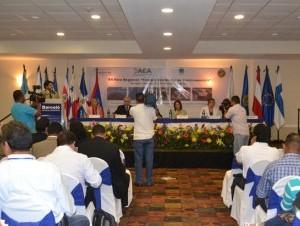 Parte de los asistentes al vigésimo foro regional de la AEA sobre energías renovables, el cual se realizó en Managua Nicaragua.