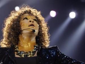 Whitney Houston, cantante estadounidense fallecida en el 2012. Tenía 48 año.