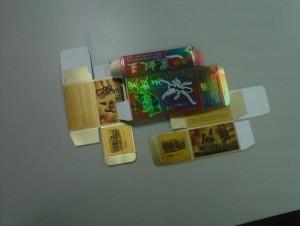 Cajas de productos decomisados en el almacén.