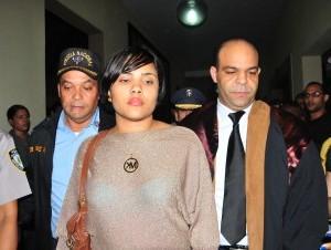 Martha Heredia acompañada de su abogado Félix Portes al concluir la audiencia.