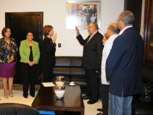 Josefina Pimentel, juramenta al nuevo director del Instituto Superior de Formación Docente Salomé Ureña (ISFODOSU), doctor Julio Sánchez.