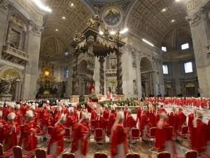 Los cardenales asisten a una misa.Foto archivo.