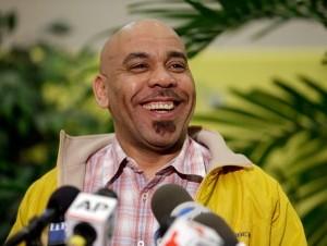 """El dominicano asegura que Dios le """"sonrió con 338 millones de dólares"""" en el Powerball."""