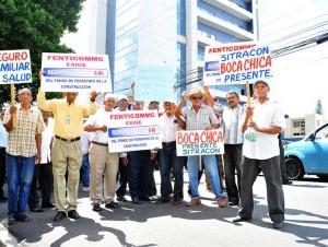 Trabajadores de la construcción piquetearon el edificio Diandy XIX para reclamar el pago de más de RD$150 millones.