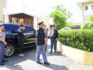 En Naco, Piantini y El Millón, los moradores temen ser víctimas de cualquier delito. Ayer, los generales Héctor García Cuevas y Rommel López visitaron la parroquia San Judas Tadeo.