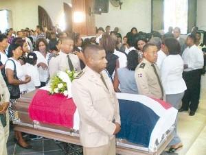 La segundo teniente del Ejército Nacional Zuleica Ponciano Solano recibió un último adiós por parte de sus compañeros de armas.