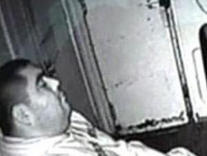 Conductor de tren durmiendo.