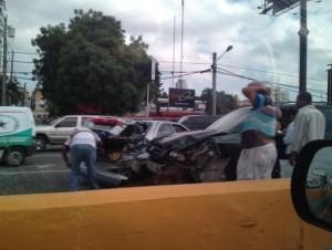 Accidente en la 27 de Febrero con Tiradentes. Foto cortesía de @padronrolando.