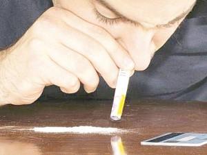 Los adictos a las drogas recurren a diversos métodos para conseguir el producto y muchos caen en la delincuencia.