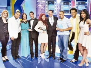 """Roberto Ángel, el jurado y ganadores de """"Mi Gran Actuación""""."""