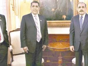 El asambleísta y el senador estatal se reunieron con Danilo Medina en Palacio.