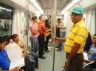 Pasajeros en el Metro de Santo Domingo.