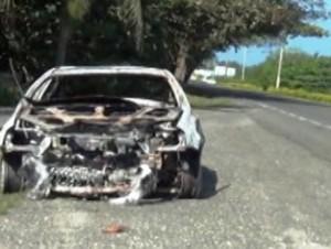 Vehículo quemado.