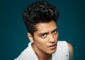 Bruno Mars fue confirmado