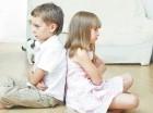 Es responsabilidad de los padres fomentar la paz en el hogar y ayudar a que sus hijos se lleven bien.