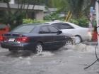 Calles inundadas tras las lluvias en Santiago.