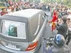 La carroza fúnebre con los restos del comediante mexicano Roberto Gómez Bolaños.