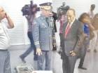El jefe de la Policía mostró al embajador de Haití las cosas recuperadas.
