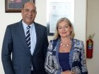 El Ministro de Medio Ambiente junto a embajadora de Francia.