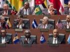 Barack Obama (a la derecha en la fila del medio) y Raúl Castro (izquierda en la misma fila) junto a otros líderes regionales en la ceremonia de inauguración de la Cumbre de las Américas en Panamá.