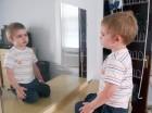 Cuando los infantes comienzan a prestar atención a su peso, los padres deben poner atención a la situación.