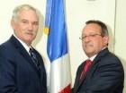 El ministro Ángel Estévez junto al subsecretario Michael Scuse.