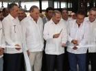 El presidente Danilo Medina, junto a inversionistas, corta la cinta en la inauguración del hotel que aloja 115 suites, posee un área de negocios para 80 personas, spa, gimnasio, bar casual de piscina, un restaurante internacional, entre otras facilidade