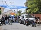 Familiares y amigos de Víctor Liriano esperaban el ataúd frente a su casa.